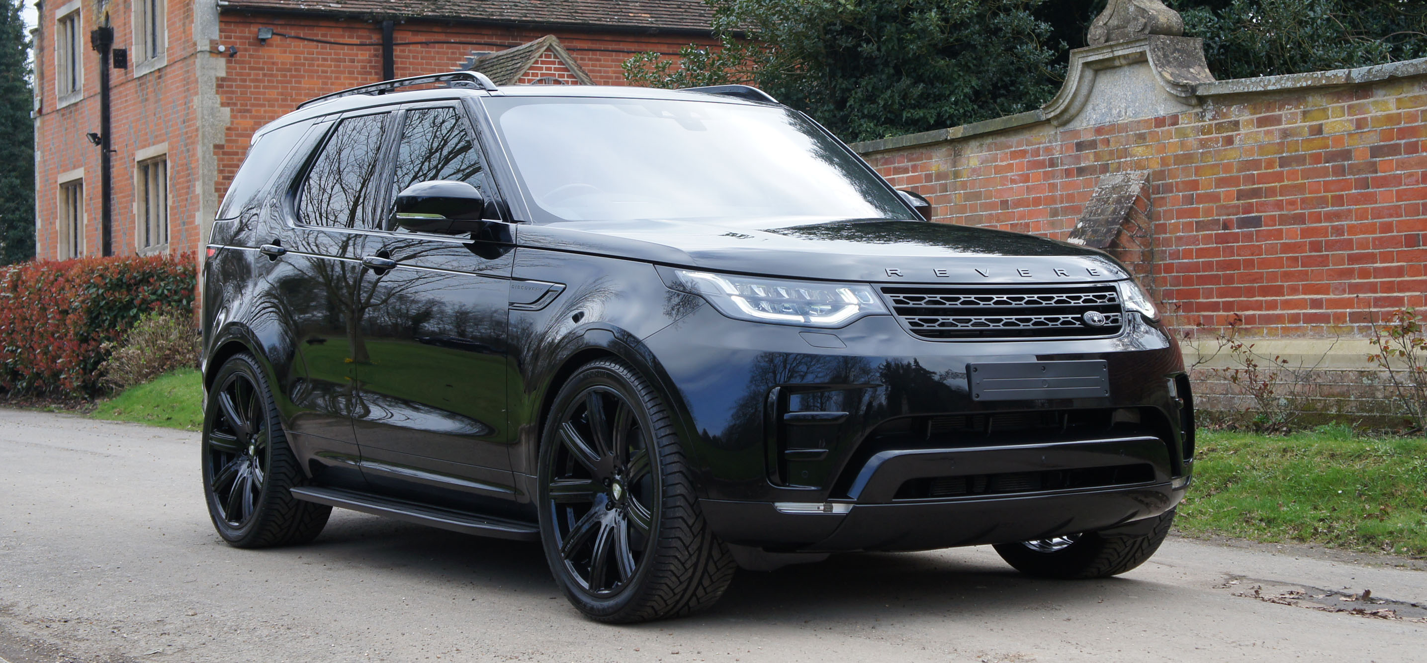 land rover discovery 5 revere london. Black Bedroom Furniture Sets. Home Design Ideas